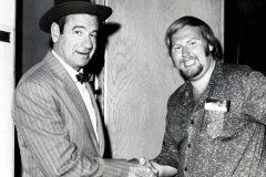 Hollywood - Roland med Walter Matthau förenade i ett handslag för poker spelets fortlevnad