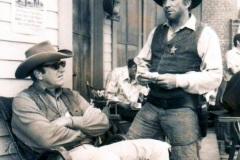 Hollywood - Världens längsta tv western Gunsmoke med James Arness och veckans gäst Cameron Mitchell