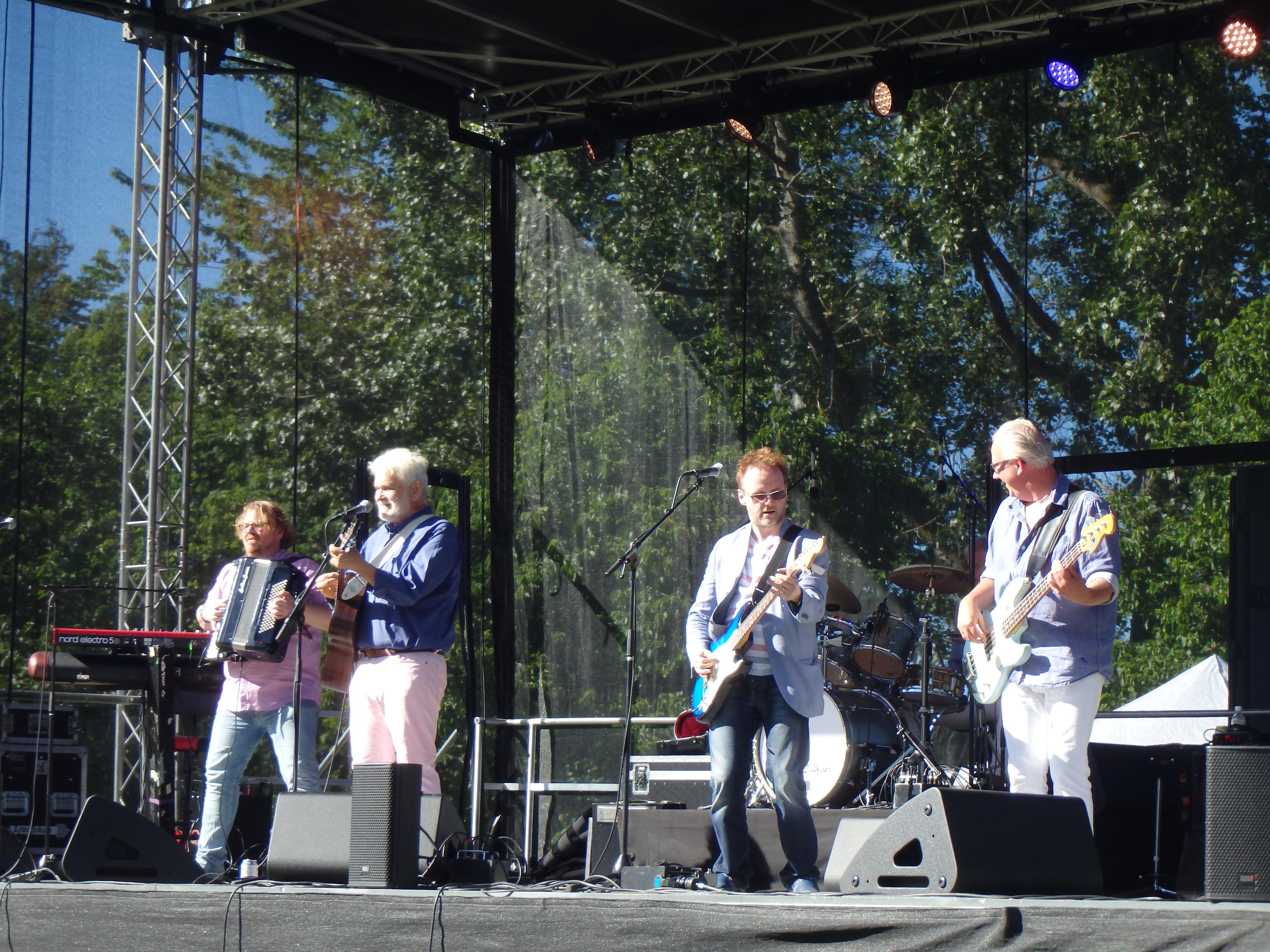 Hasse och Kvinnaböske band - Foto: Belinda Graham