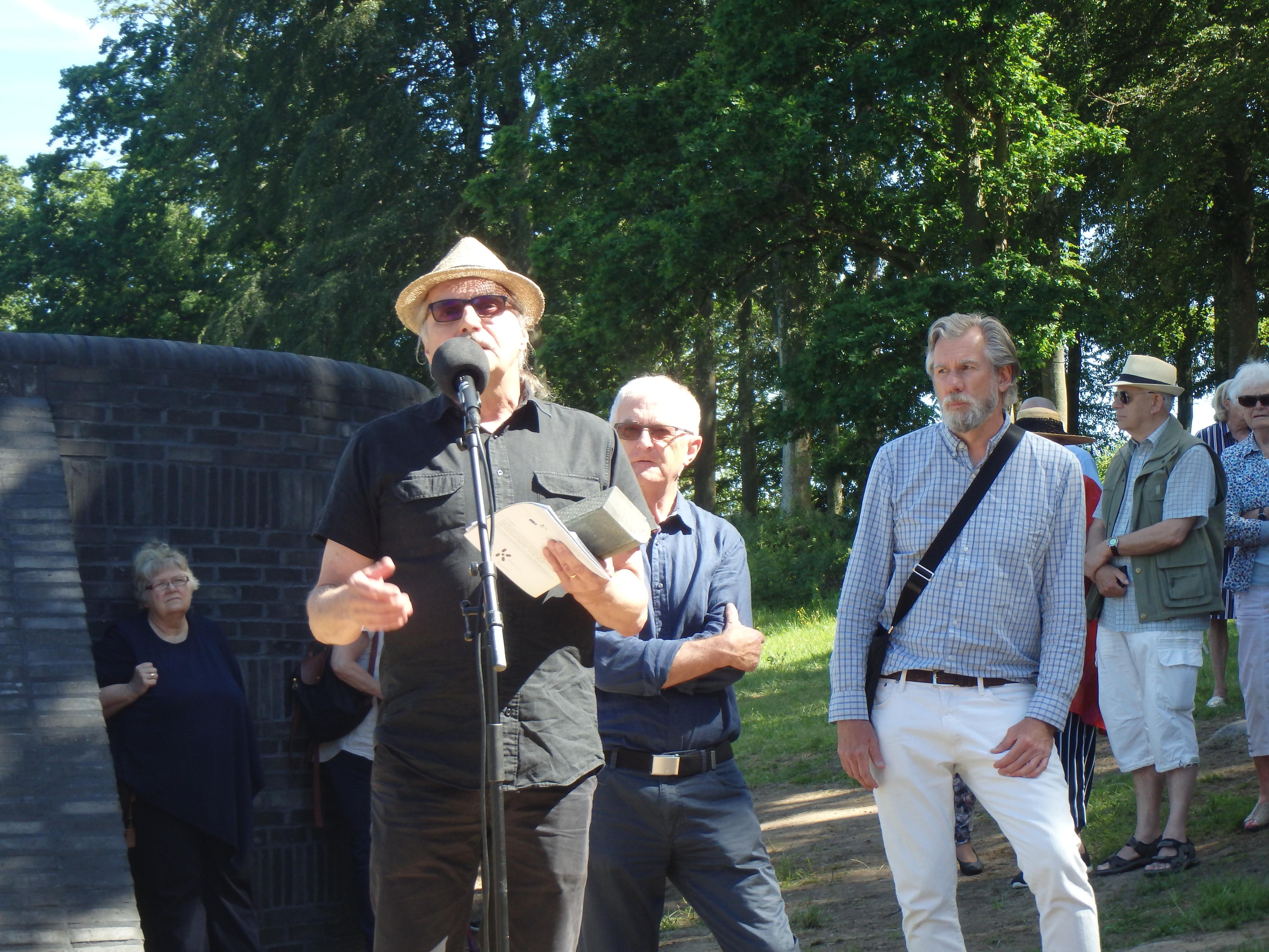 Invigningstal från Kivik Art Centre av Sune Nordgren - Foto: Belinda Graham