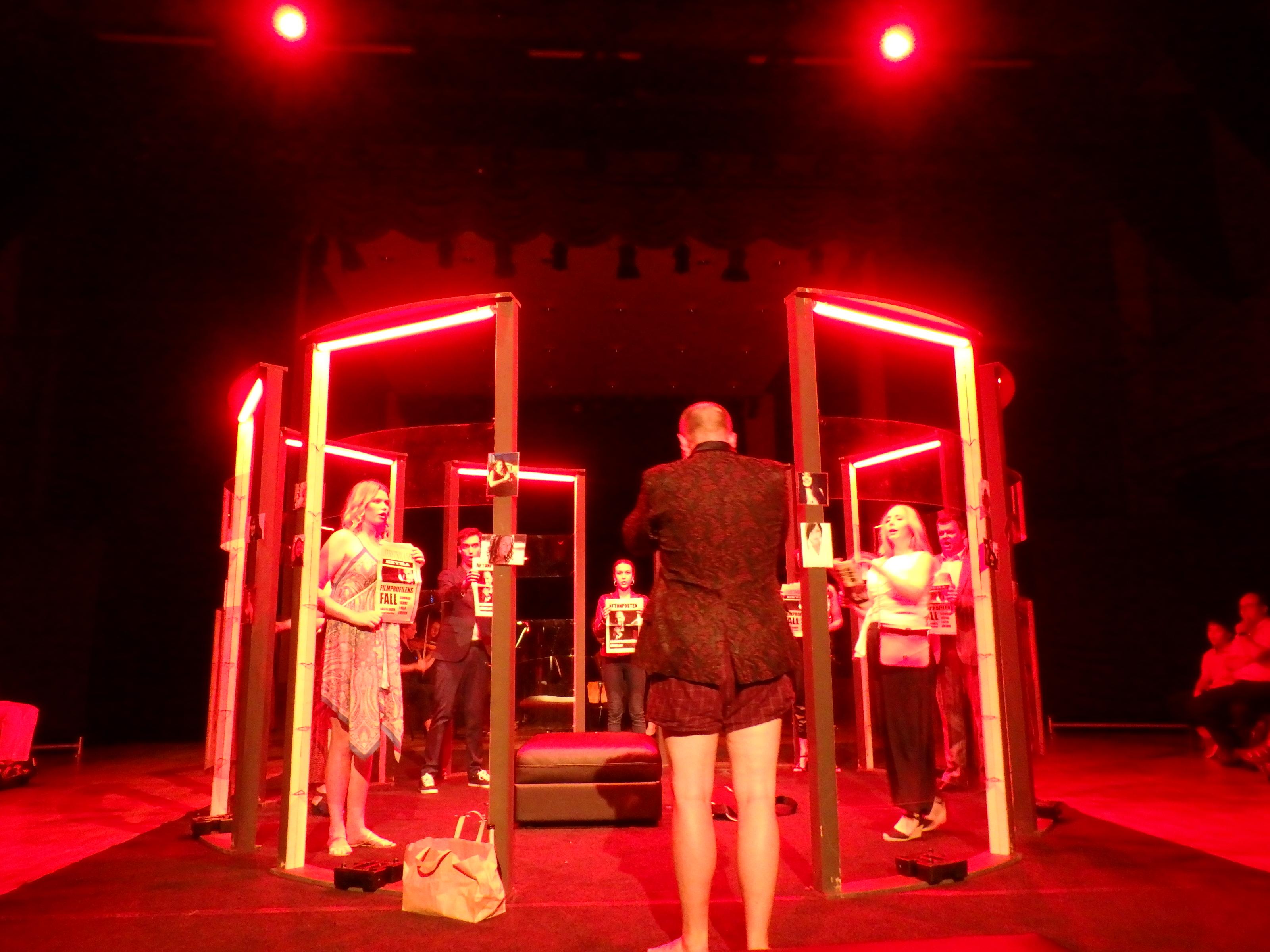 J'accuse ... kvinnorna anklagar Don Giovanni på arga löpsedlar - Foto: Belinda Graham