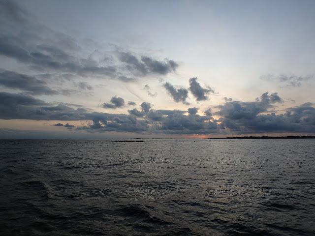 Solnedgång över sälarnas hemvist - Foto: Belinda Graham