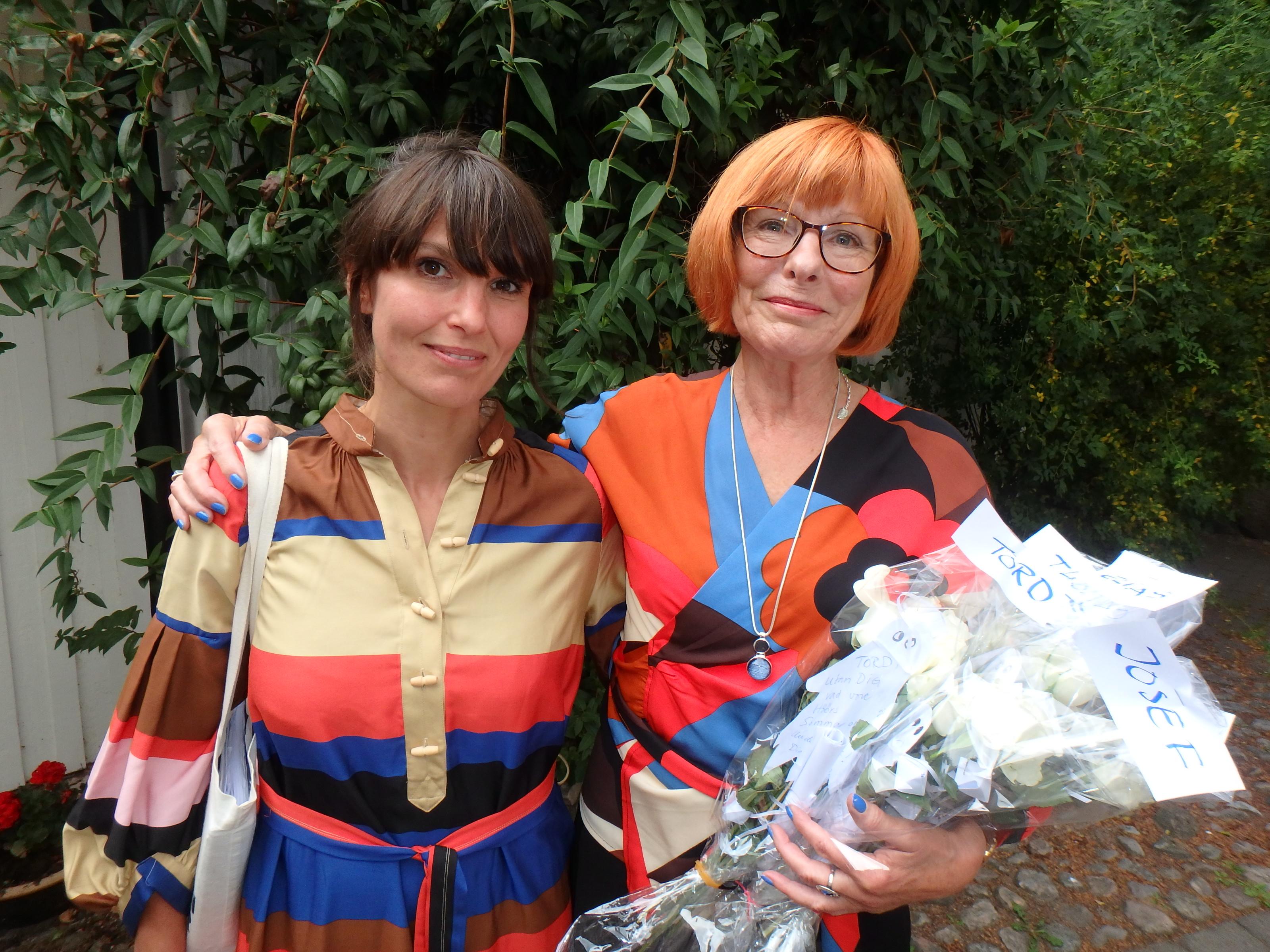 Emily Willman och Kerstin Olin - Matchande premiärdamer - ansvariga för Koreografi och Origami - Foto: Belinda Graham