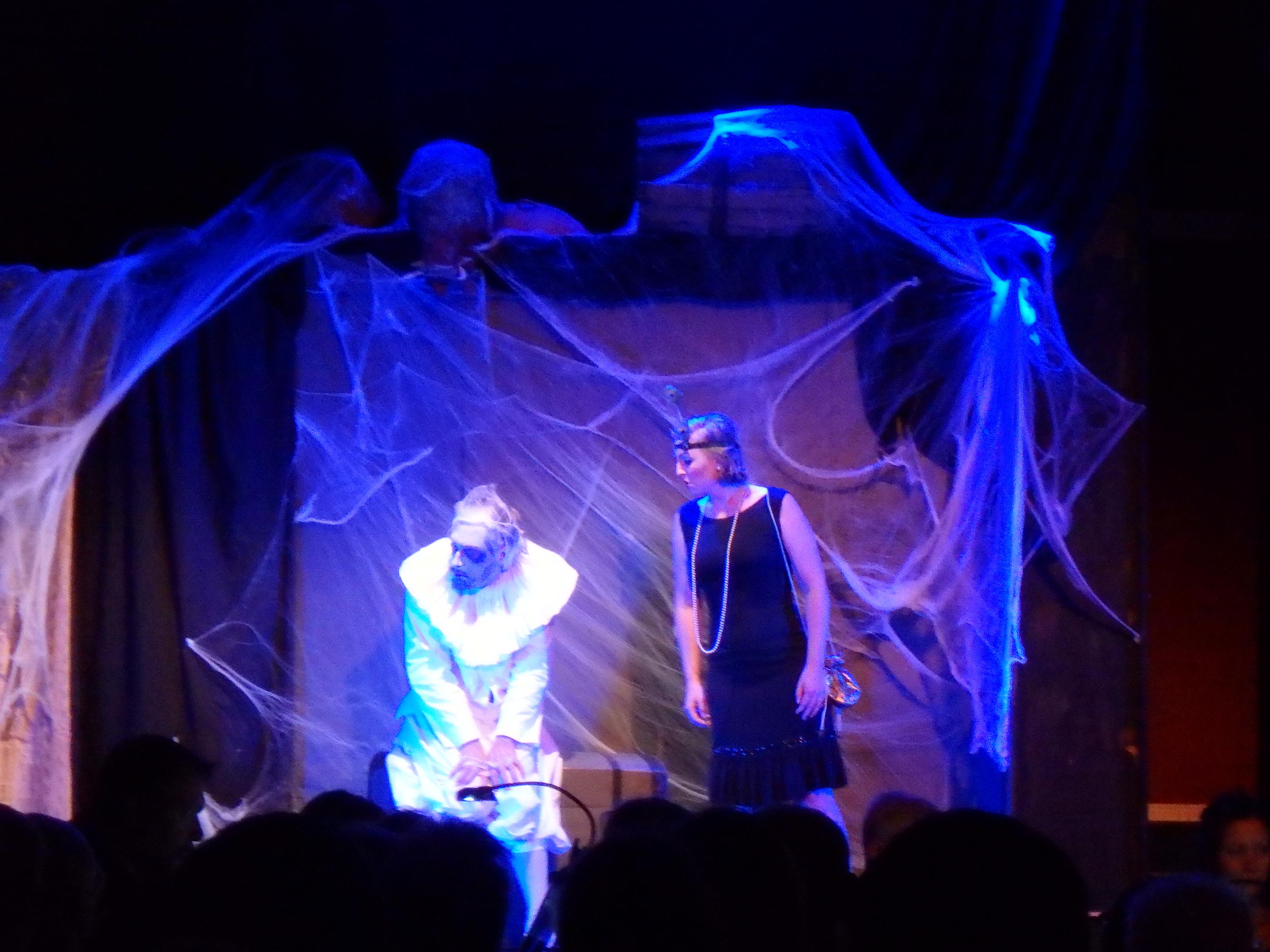 Spöket Sir Simon och Virginia utvecklar sin vänskap - Foto: Belinda Graham