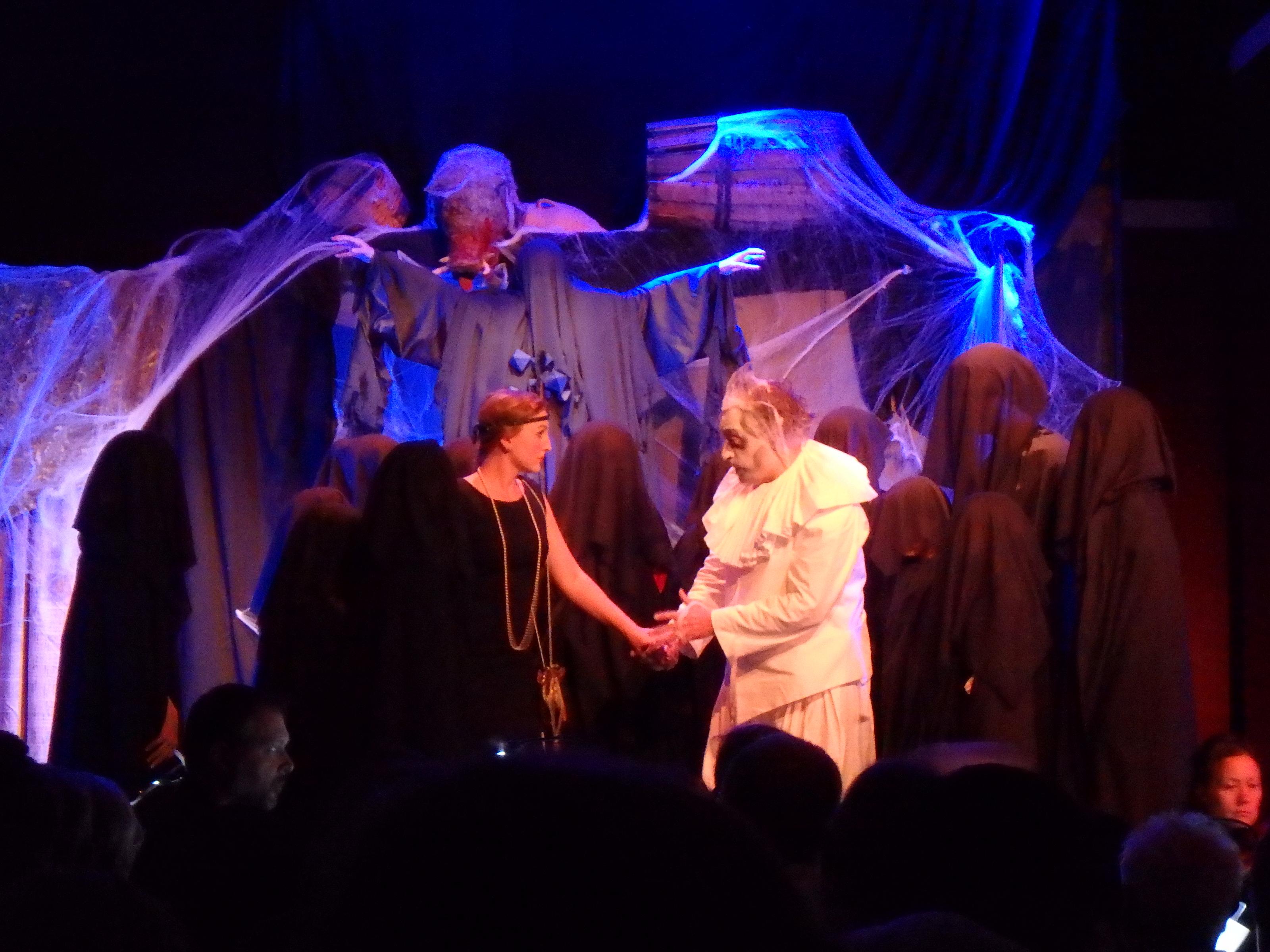 Stor fara och stor dramatik väntar Virginia och Sir Simon - Foto: Belinda Graham