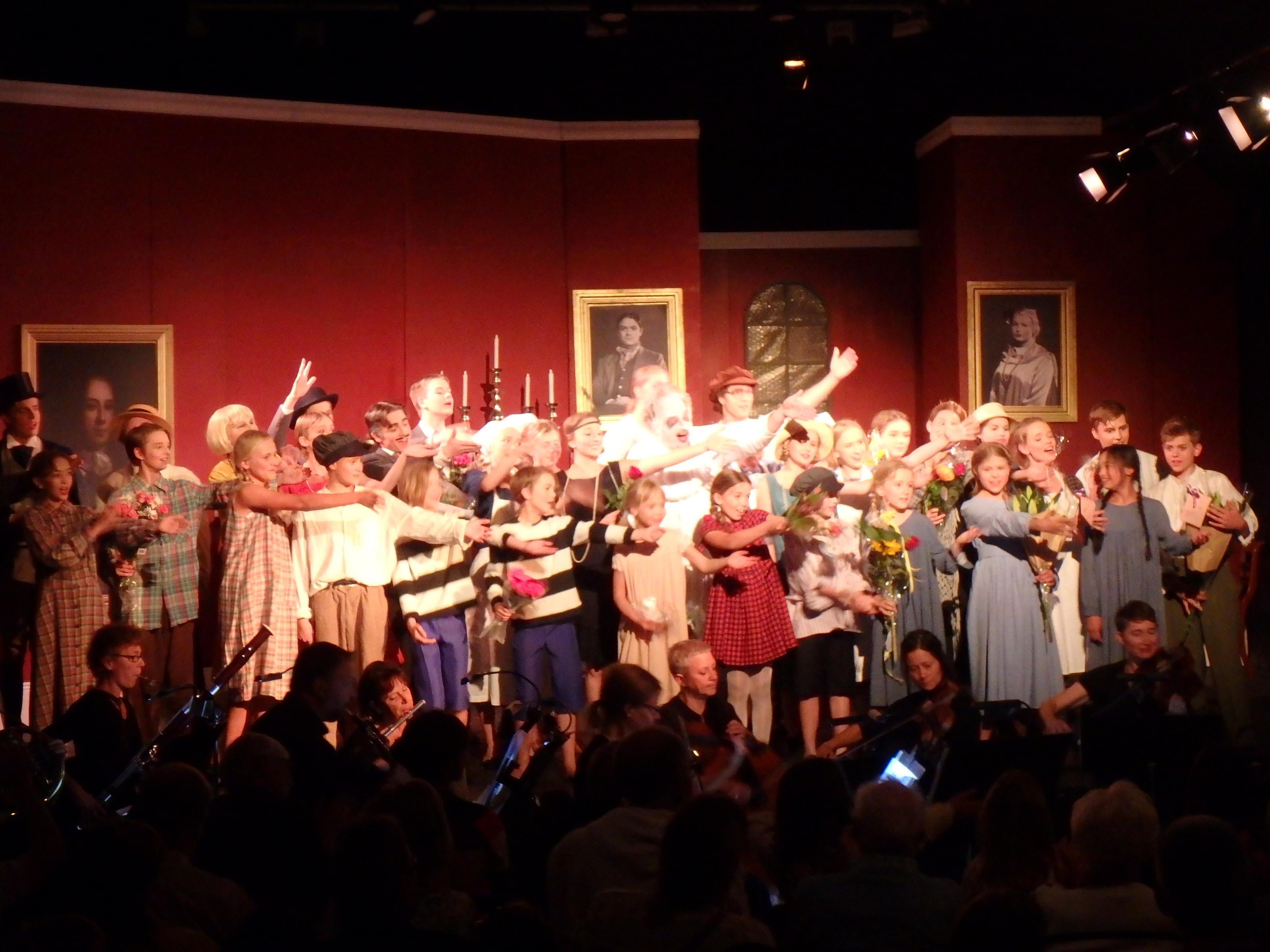 Stora ovationer för ensemble och orkester - Foto: Belinda Graham